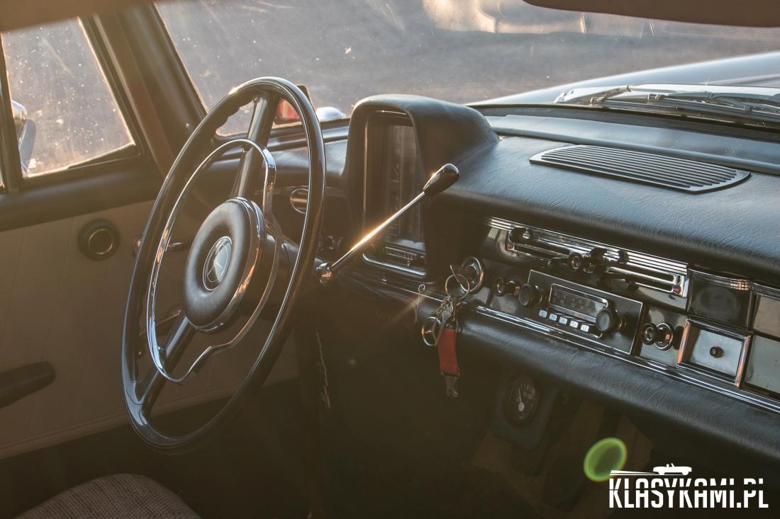 """Mercedes W110: jeździmy """"Skrzydlakiem"""""""