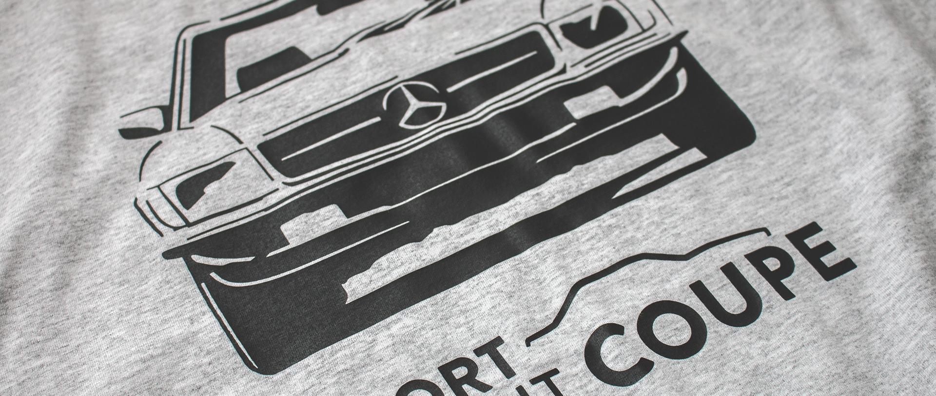 Mercedes C107 trafił na koszulkę.
