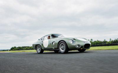 Aston Martin DP 215: Wyścigowy prototyp z polskim akcentem pod maską, do kupienia na aukcji RM Sotheby's