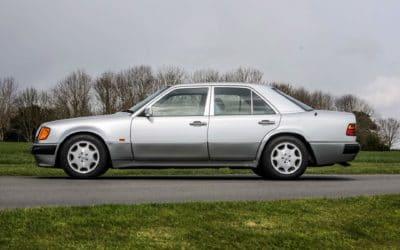 Mercedes 500E Rowana Atkinsona na sprzedaż. Drugie podejście!
